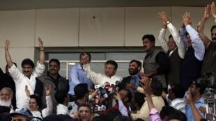 L'ancien président pakistanais Pervez Musharraf, à son arrivée à Karachi, le 24 mars 2013.
