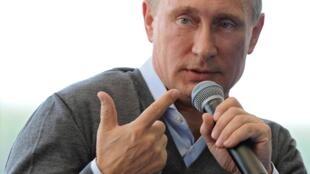 Aunque su vocero lo matizó, Putin habló por primera vez de una categoría de Estado en el conflictivo este de Ucrania.