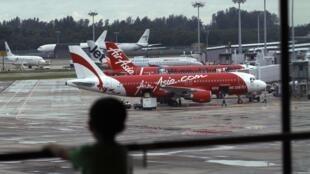 Máy bay của hãng hàng không AirAsia tại phi trường Changi, Singapore. Ảnh chuip ngày 29/12/2014.