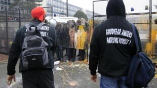 Противостояние забастовщиков и полиции на заводе Goodyear Dunlop  12/02/2013
