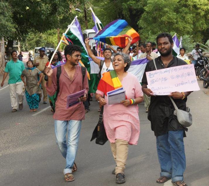 """Festival đầu tiên tại châu Á của """"người xuyên giới"""" do cộng đồng LGBT phối hợp tổ chức, nhân 100 năm ngày sinh nhà toán học Alain Turing (một người xuyên giới), tháng 7/2012, Madurai, Ấn Độ."""