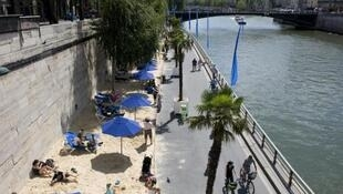 "As ""Paris Plages"" oferecem entretenimento e diversão gratuitos."