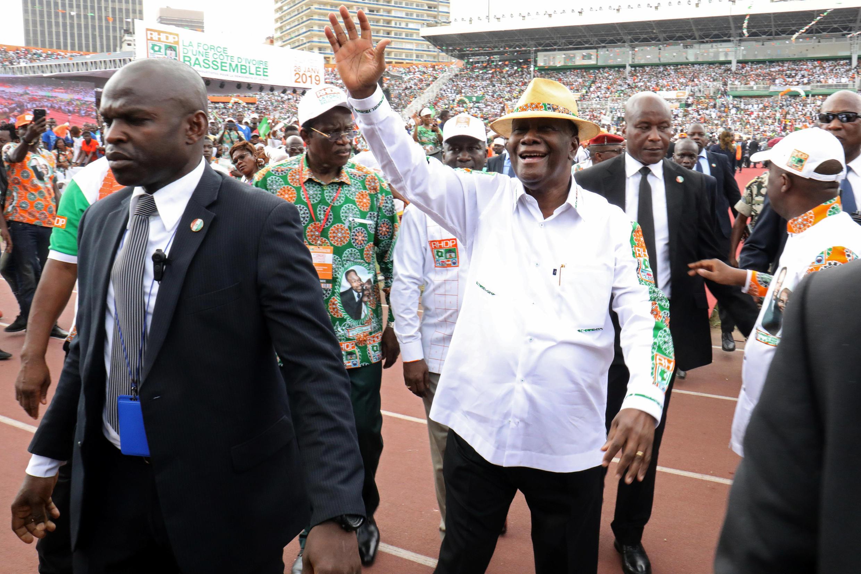 Le président Alassane Ouattara fait son entrée au stade Houphouët-Boigny pour prendre la parole au congrès du RHDP, le 26 janvier 2019.