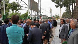 معلمان شاغل و بازنشسته در تهران و استانهای مختلف اعتراض به کمبود بودجه آموزشی و دستمزدهای پائین تجمع اعتراضی برگزار کردند.