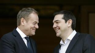 Le Premier ministre grec, Alexis Tsipras, accueille le président du Conseil européen, Donald Tusk, à Athènes, le 3 mars 2016.