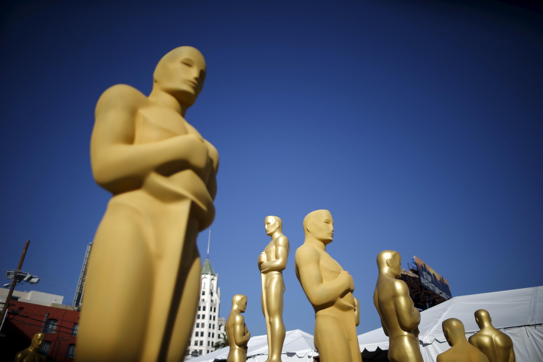 Tượng Oscar tại lối vào Nhà hát Dolby (Hollywood, Los Angeles) nơi diễn ra lễ trao giải Oscar lần thứ 88 diễn ra ngày 28/02/2016.
