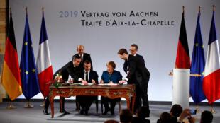 Эмманюэль Макрон и Ангела Меркель в немецком Ахене, 22 января 2019.