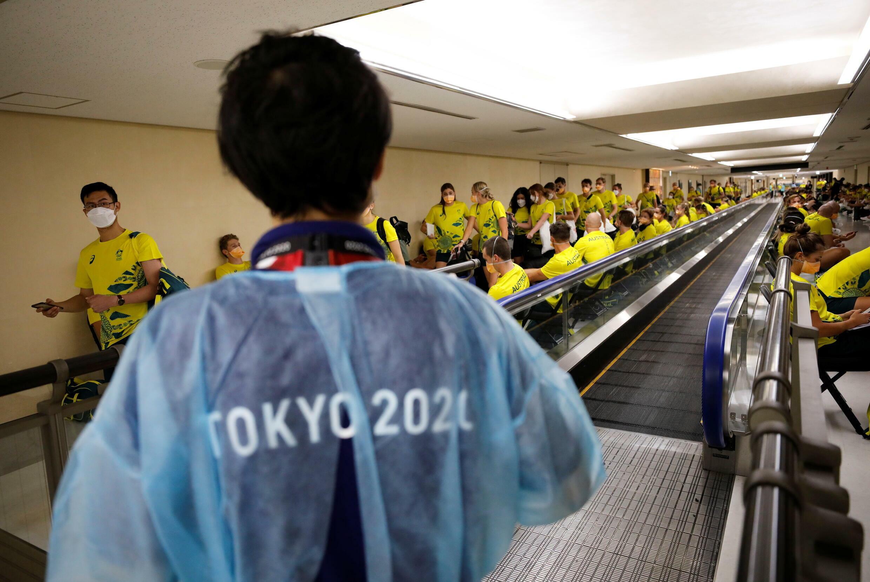 东京成田机场澳大利亚奥运代表团等待检测冠状病毒(COVID-19)抗原测试2021年7月17日