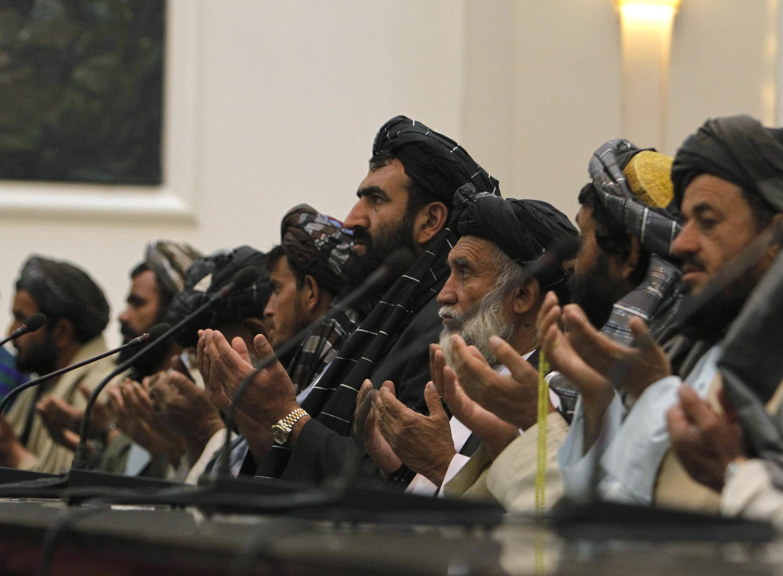 Thân nhân của các thường dân bị trung sĩ Bales sát hại cầu nguyện trong cuộc  gặp với tổng thống Hamid Karzai tại Kabul ngày 16/03/2012.