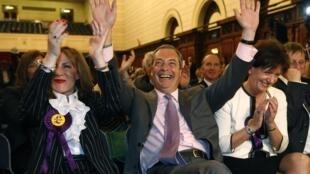 Nigel Farage fête la victoire de son parti (Ukip), aux élections européennes, le 25 mai 2014.