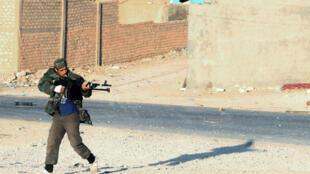 Un jihadiste du groupe Fajr Libya, photograhié en décembre 2014 à Kikla.
