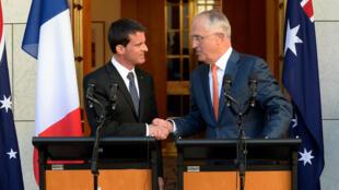 Les Premiers ministres français et australiens Manuel Valls et Malcolm Turnbull, le 2 mai 2016 à Canberra.