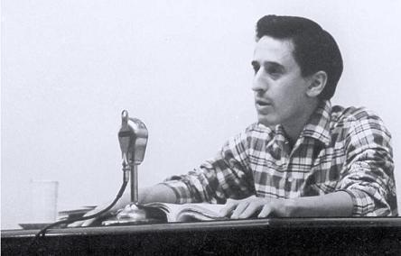Roque Dalton en la entrega del Premio de Poesía de la Casa de las Américas en 1969, por su libro 'Taberna y otros lugares'.