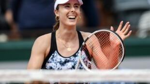 La tenista francesa Alize Cornet celebra una victoria en Roland Garros en mayo de 2018