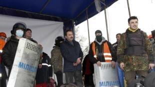 Губернатор Волыни, захваченный протестующими, в Луцке 19/02/2014