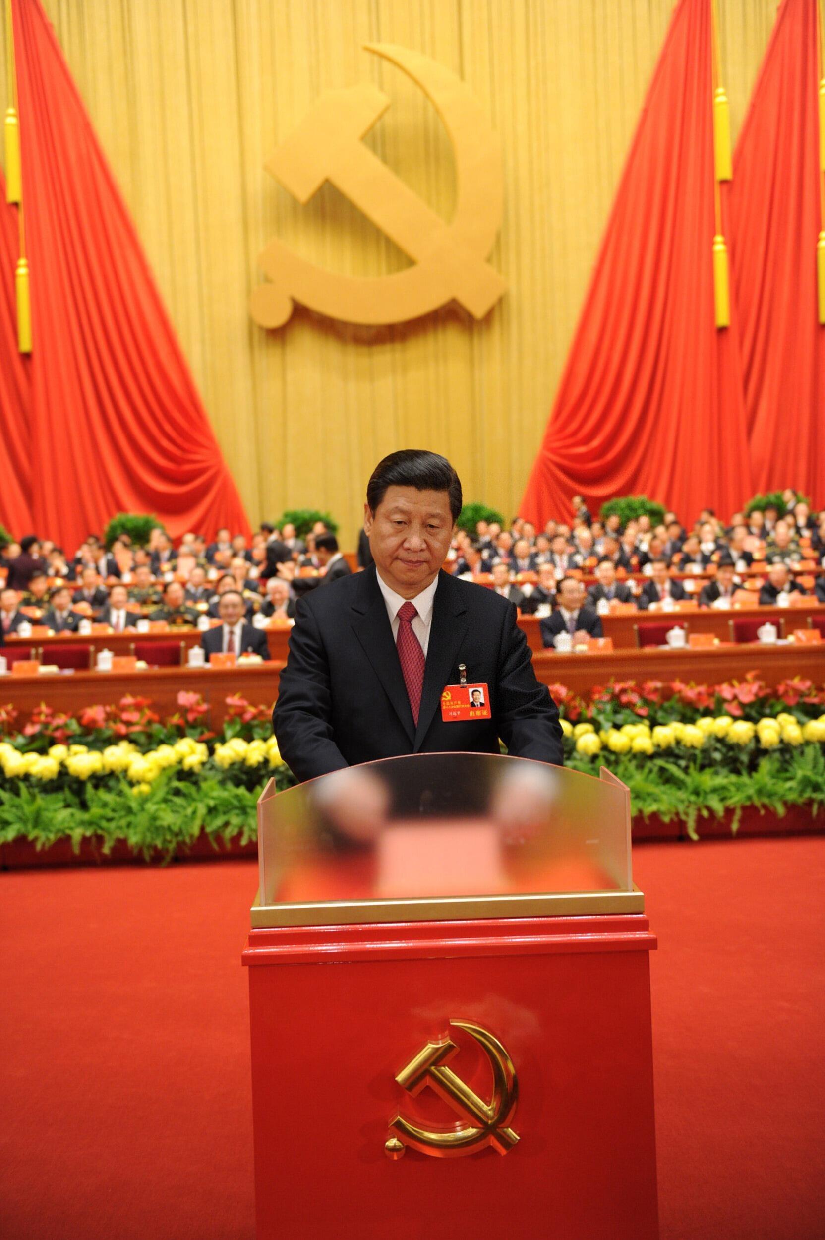 O vice-presidente chinês, Xi Jinping, discursa durante o 18º Congresso do Partido Comunista da China, que terminou em Pequim nesta quarta-feira.