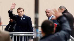 Emmanuel Macron lors de son arrivée à son quartier général de campagne le 9 mai 2017.