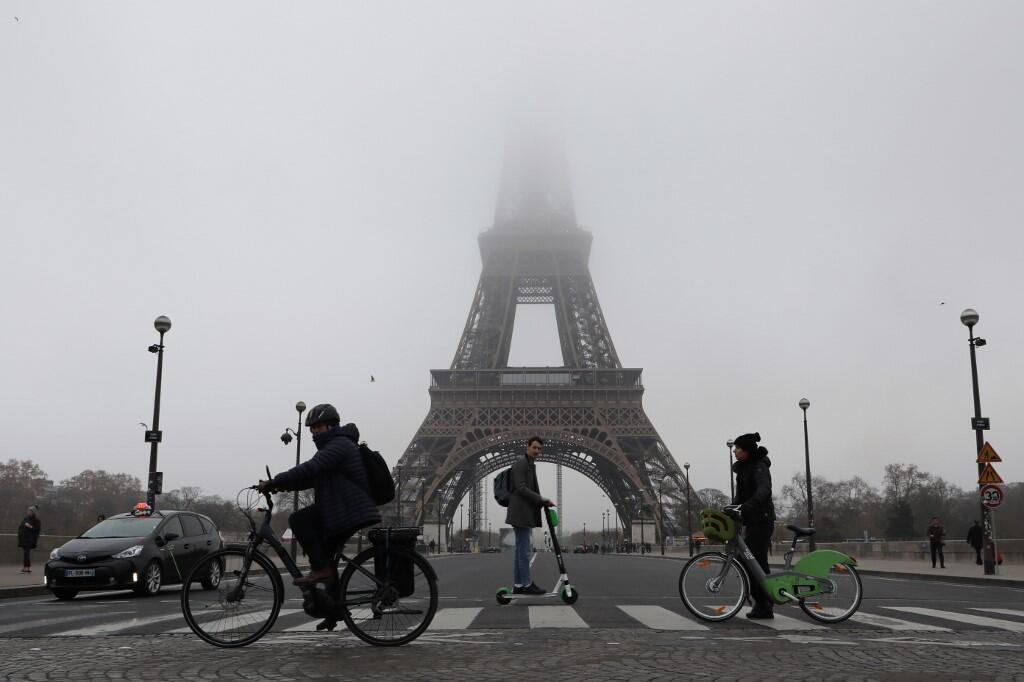 Власти Парижа обещают «продублировать» маршруты самых загруженных веток метро велодорожками.
