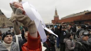 """Флэш-моб """"Белая площадь"""" на Красной площади в Москве 8 апреля 2012"""