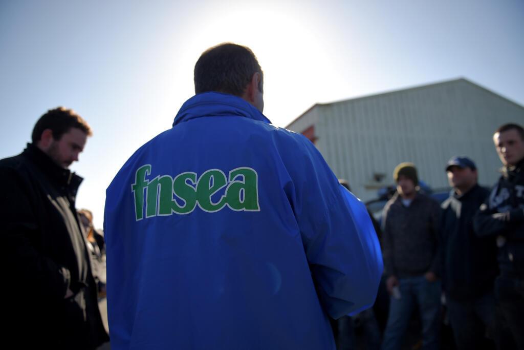 Un responsable de la FNSEA tient un disours sur la politique agricole commune dans le Cher le 12 février 2018.