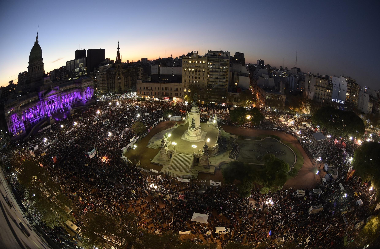 Plusieurs milliers de personnes se sont rassemblées le 3 juin 2015 devant le palais du Congrès de Buenos Aires.