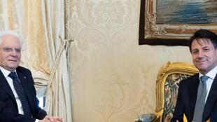 Le président italien Sergio Mattarella avec Giuseppe Conte au palais du Quirinal à Rome.