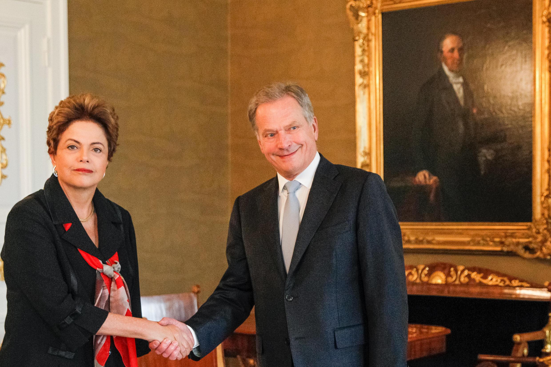 Presidenta Dilma Rousseff e o presidente da República da Finlândia, Sauli Niinistö, posam para foto oficial. Helsinque-Finlândia, 20/10/2015.