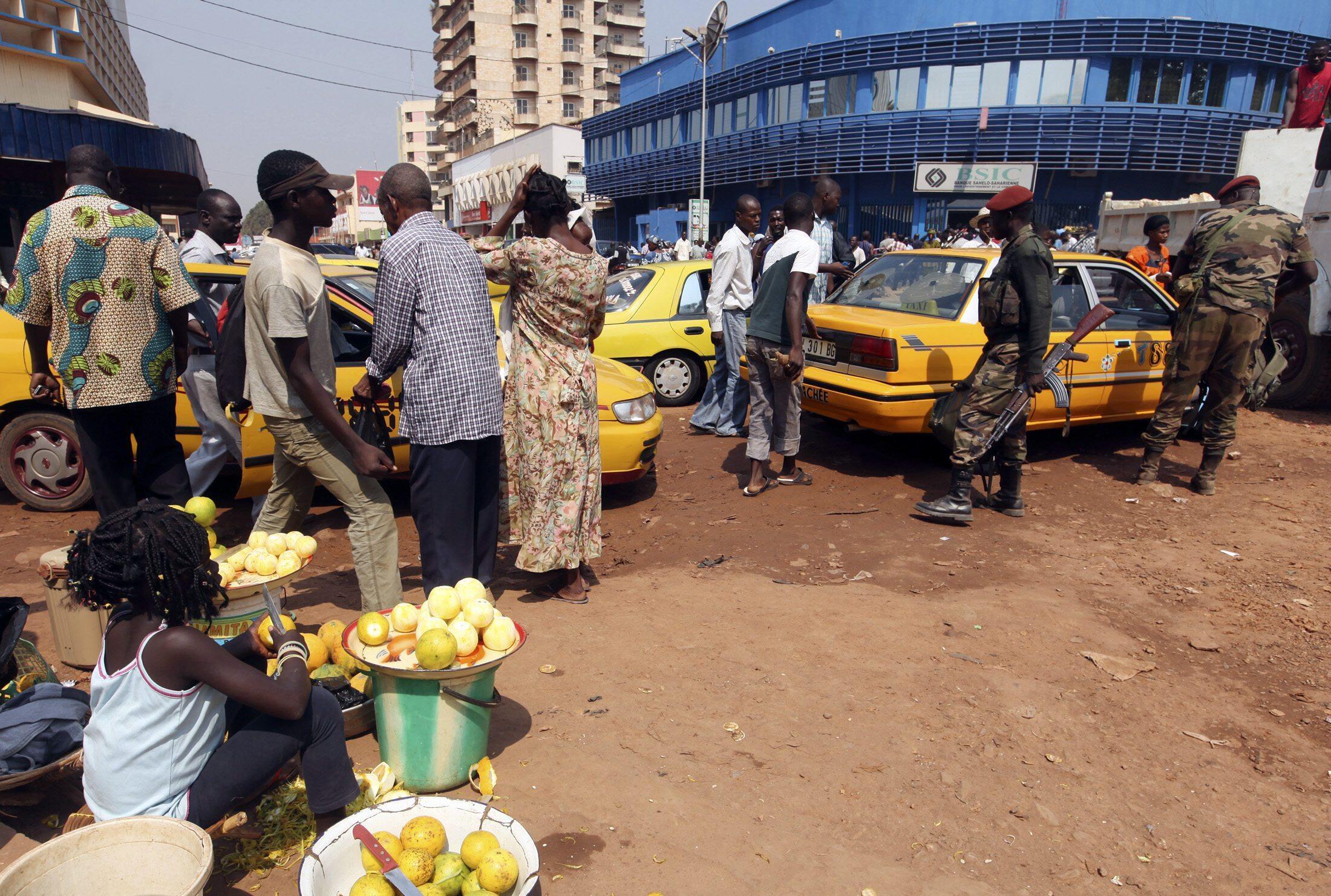 Des soldats centrafricains dans les rues de Bangui le 31 décembre 2012.