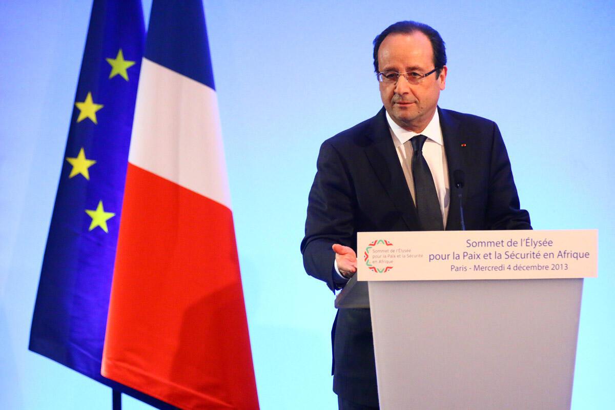 Le président François Hollande annonce comme objectif de doubler les échanges avec  l'Afrique, «dans les deux sens, exportations et importations», lors du Forum économique franco-africain, en décembre 2013.