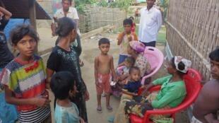 Près de 120 000 Rohingyas vivent dans des camps de déplacés internes près de la ville de Sittwe depuis 2012. Ils ne peuvent pas en sortir librement.