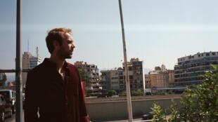 Dans le livre «Paris-Beyrouth», les chansons de Cyril Mokaiesh s'accompagnent des photos argentiques de Tamina Manganas.
