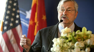 Trung Quốc triệu đại sứ Mỹ tại Bắc Kinh, Terry Branstad, lên bộ Ngoại Giao để phản đối lệnh trừng phạt của Hoa Kỳ.