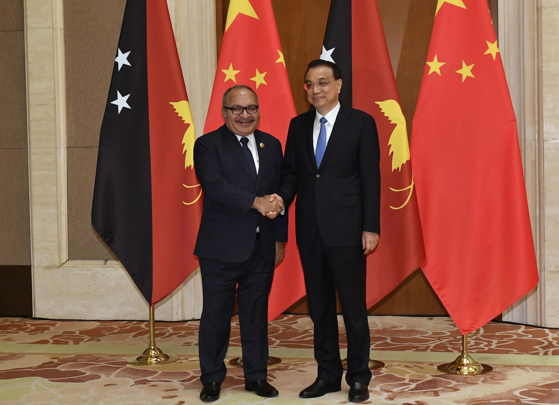 Thủ tướng Papua New Guinea, Peter O'Neill trong cuộc gặp thủ tướng Trung Quốc Lý Khắc Cường tại Bắc Kinh ngày 26/04/2019.