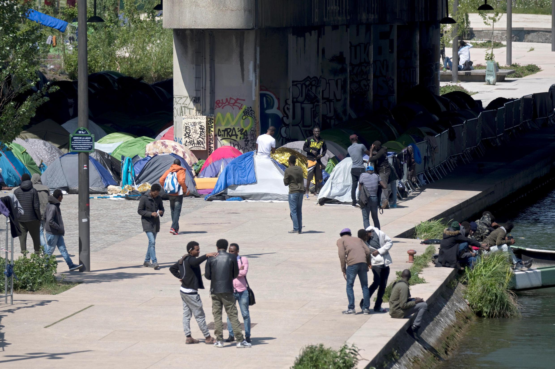 Di dân sống tại các lều trại dọc theo kênh Saint-Denis ở Paris, 04/05/2018.