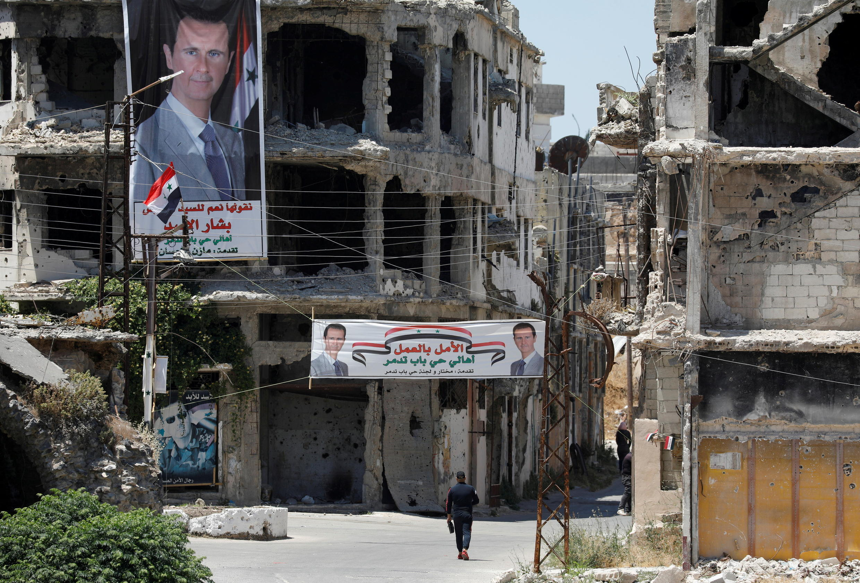 Băng rôn vận động tranh cử tổng thống Syria của ba ứng cử viên tại Homs, Syria. Ảnh chụp ngày 23/05/2021.
