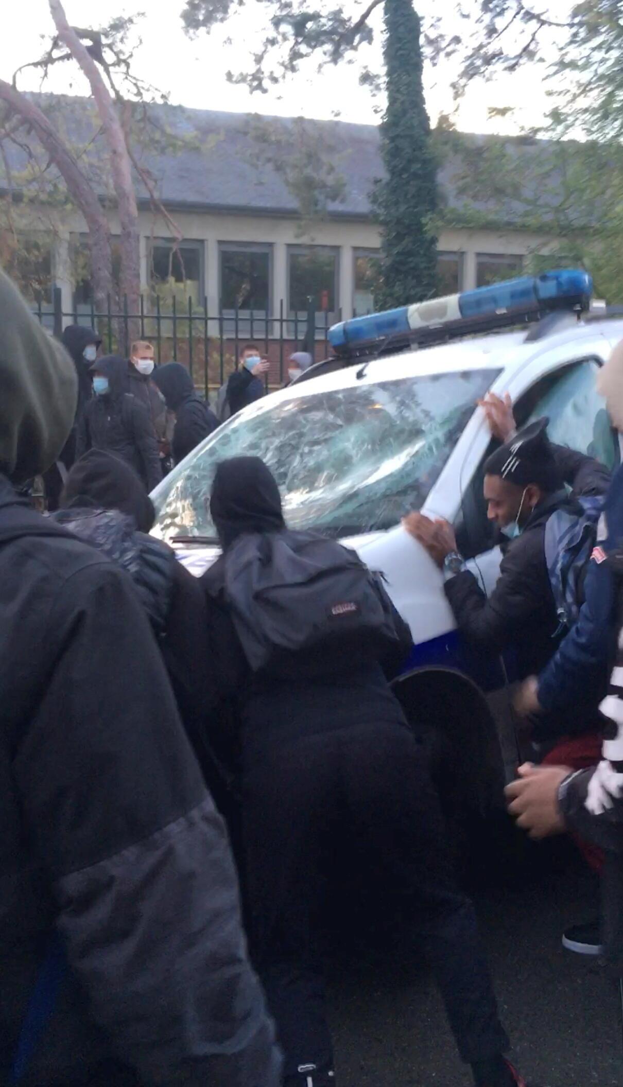 В Компьене произошли столкновения подростков с полицией около здания старшей школы