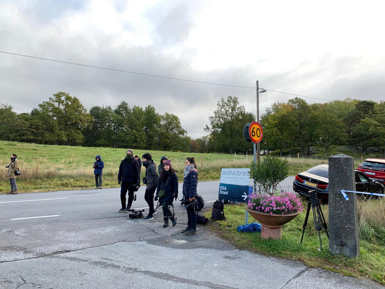Báo giới chờ đợi bên ngoài trung tâm hội nghị Villa Elfik Strand, Lidingo, Stockholm, Thụy Điển, nơi họp của hai phái đoàn Mỹ - Bắc Triều Tiên, ngày 05/10/2019.