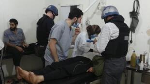 Les inspecteurs des Nations unies se sont rendus dans un hôpital de la banlieue de Damas pour visiter des personnes touchées par une présumée attaque à l'arme chimique, le 26 août 2013.
