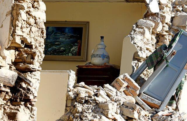 El interior de una casa en Amatrice, en el centro de Italia, después del terremoto del 24 de agosto de 2016.