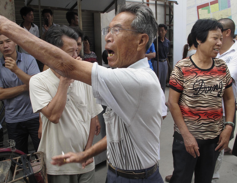 Ảnh minh họa dân làng Trung Quốc phẫn nộ trước các vụ trưng thu đất đai.