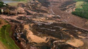 Toàn cảnh vụ vỡ đập ngăn bùn mỏ sắt tại miền đông nam Brazil ngày 25/01/2019.