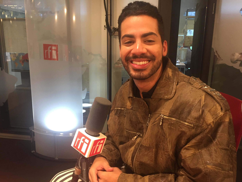 O cantor e compositor carioca Dienis