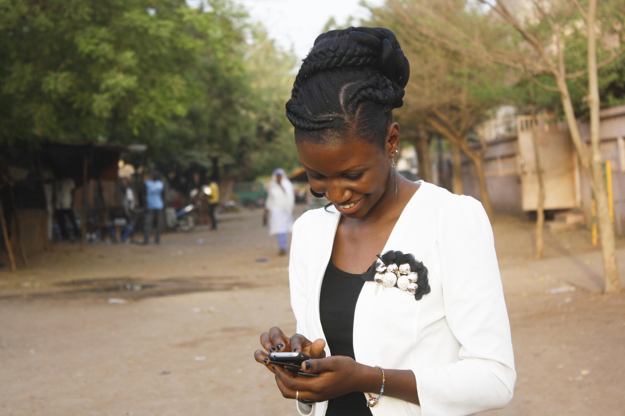 Les jeunes africains veulent accéder à tous les produits de consommation que l'on trouve ailleurs dans le monde.