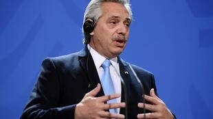 Le gouvernement et les créanciers privés de l'Argentine sont enfin parvenus à un accord sur la restructuration d'une partie de la dette publique du pays, portant sur un montant de 66 milliards de dollars.