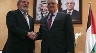 Le président brésilien, Luiz Ignacio Lula da Silva (g) et le président palestinien, Mahmoud Abbas (d), en Cisjordanie, à Bethléem, le 16 mars 2010.