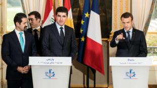 Tổng thống Pháp, Macron (P) tiếp thủ tướng và phó thủ tướng Kurdistan Nechirvan Barzani (giữa) và Qubad Talabani (trái) tại điện Elysée. Ảnh ngày 02/12/2017.