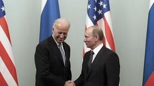El entonces primer ministro ruso Vladimir Putin recibió al vicepresidente estadounidense, Joe Biden, el 10 de marzo de 2011.