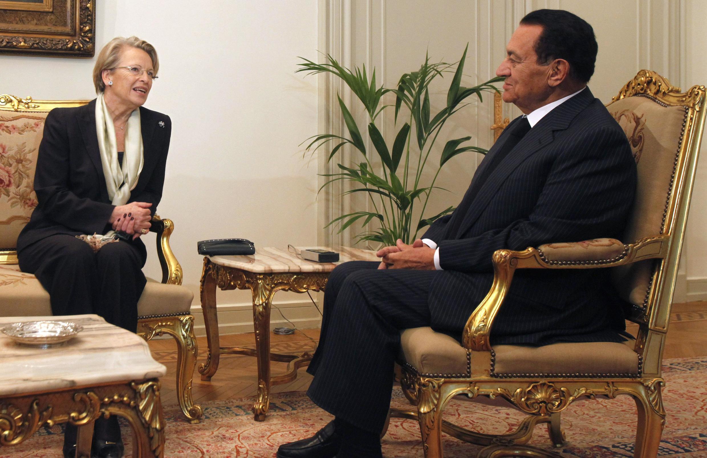 Michèle Alliot-Marie avec le président Moubarak, le 22 janvier 2011.
