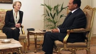 French Foreign Minister Michèle Alliot-Marie with Egypt's Hosni Mubarak last week