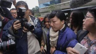 Erwiana Sulistyaningsih, mmoja wa wanasiasa wanataka kuwepo kwa mfumo wa kidemokrasia Hong Kong, akiwasili mahakamani Hong Kong, desemba 8 mwaka 2014.